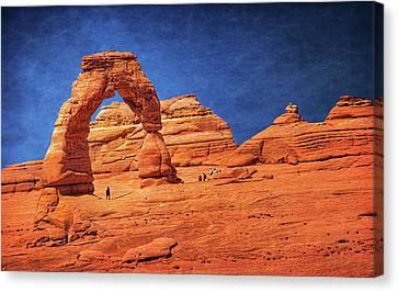 Delicate Arch In Arches Canvas Print by Carolyn Derstine
