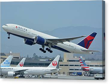Canvas Print featuring the photograph Delta Boeing 777-232lr N703dn Los Angeles International Airport May 3 2016 by Brian Lockett