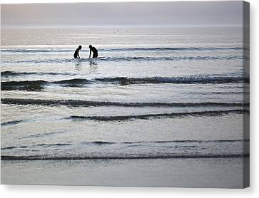 Denmark, Romo, Silhouette Of Two People Canvas Print by Keenpress