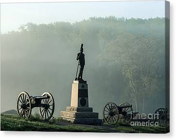 Devil's Den Monument At Gettysburg Canvas Print by John Greim