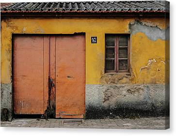 Canvas Print featuring the photograph Door No 162 by Marco Oliveira