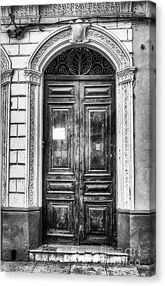 Doors Of Cuba Green Door Bw Canvas Print by Wayne Moran