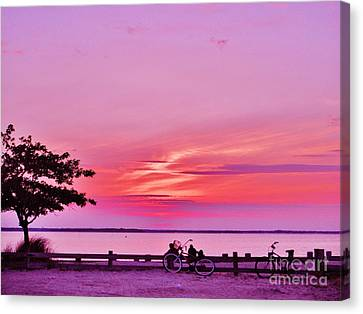 Canvas Print featuring the photograph Summer Down The Shore by Susan Carella