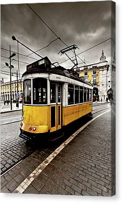 Canvas Print featuring the photograph Downtown by Jorge Maia