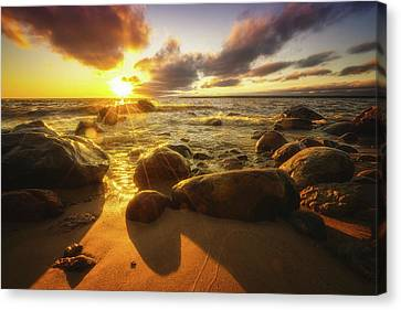 Drama On The Horizon Canvas Print