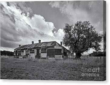 Canvas Print featuring the photograph Duckholes Hotel by Linda Lees