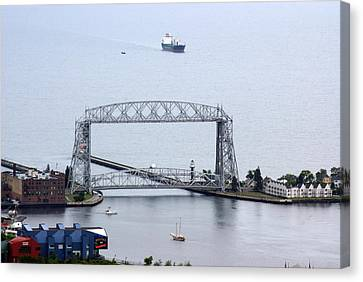 Duluth Lift Bridge On A Grey Day Canvas Print by Ron Read