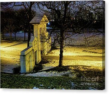 Dundurn Castle Gate Canvas Print by Larry Simanzik