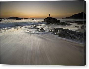 Canvas Print featuring the photograph Dusk At The Beach by Ng Hock How
