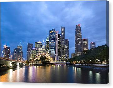Canvas Print featuring the photograph Dusk In The City by Ng Hock How