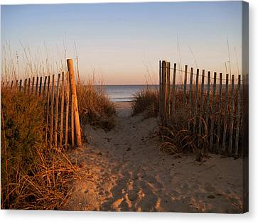 Early Morning At Myrtle Beach Sc Canvas Print by Susanne Van Hulst