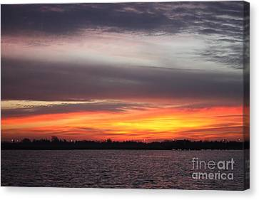 Early Morning Suns Rays Canvas Print by John Telfer