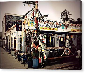 Canvas Print featuring the photograph Eat At Gino's by Micki Findlay