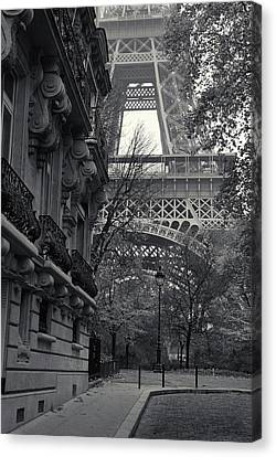 Canvas Print featuring the photograph Eiffel Tower by Richard Goodrich