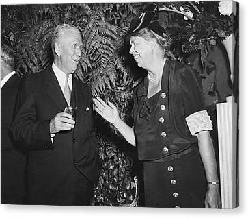 Eleanor Roosevelt And Marshall Canvas Print by Underwood Archives