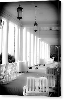 Elegance Of Architecture In B And W Canvas Print