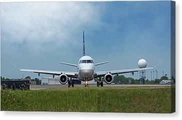 Embraer Erj170 Canvas Print by Guy Whiteley