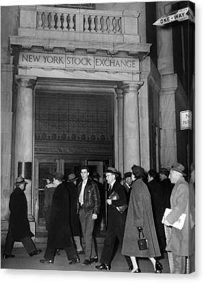 Entrance Of The New York Stock Canvas Print by Everett