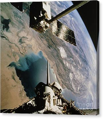 Eureca Deployment, Sts-46, Persian Gulf Canvas Print by NASA / Science Source