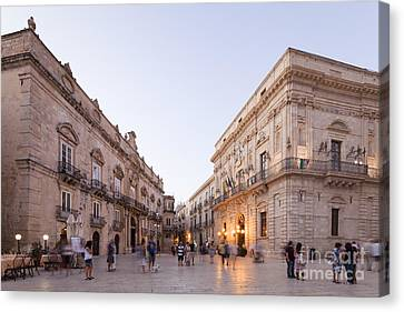 Evening Atmosphere At The Piazza Duomo Of Siracusa Canvas Print by Wolfgang Steiner