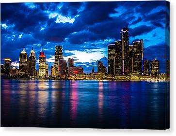 Evening On The Town Canvas Print by Cindy Lindow