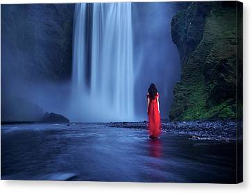 Canvas Print featuring the photograph Facing Fear Head-on by Peter Thoeny