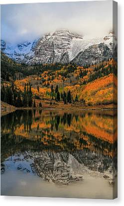 Fall Colors At Maroon Bells Colorado Canvas Print by Dan Sproul