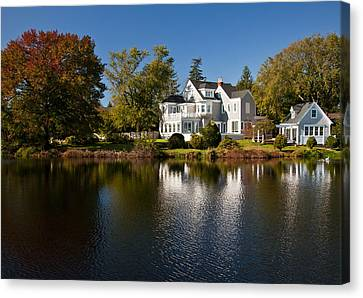 Fall On Argyle Lake In Babylon Village Canvas Print by Vicki Jauron