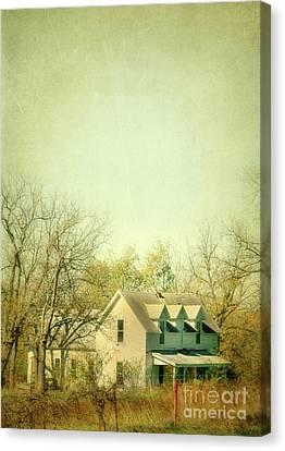 Farmhouse In Arkansas Canvas Print by Jill Battaglia