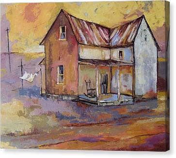 Farmhouse With Laundry Canvas Print by Peggy Wilson