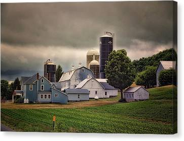 Farming Before The Storm Finger Lakes New York 04 Canvas Print by Thomas Woolworth