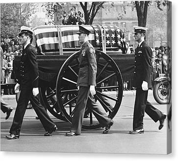 Fdr Funeral Proccesion Canvas Print by Underwood Archives