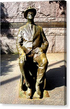 Fdr Memorial 1 Canvas Print by Randall Weidner