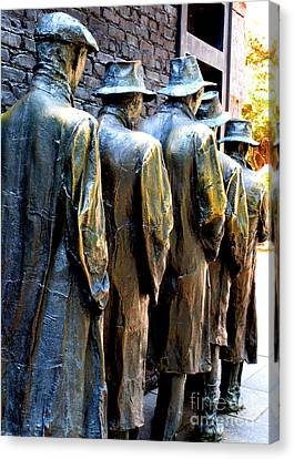 Fdr Memorial 10 Canvas Print by Randall Weidner