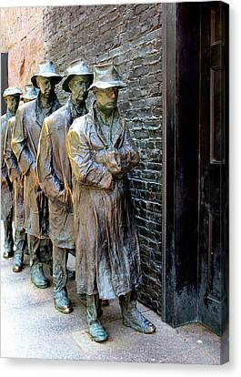 Fdr Memorial 6 Canvas Print by Randall Weidner