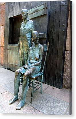 Fdr Memorial 9 Canvas Print by Randall Weidner