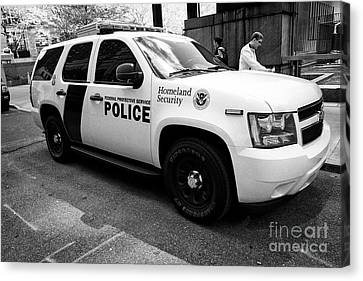 federal protective police homeland security chevy suv vehicle New York City USA Canvas Print