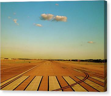 Canvas Print featuring the photograph Final Approach by Iconic Images Art Gallery David Pucciarelli