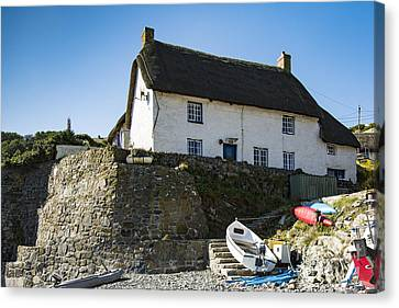 Canvas Print featuring the photograph Fishermans Cottage by Brian Roscorla