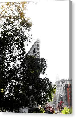 Canvas Print featuring the photograph Flatiron Autumn  by Nicklas Gustafsson