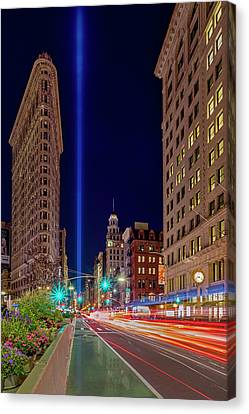 Canvas Print featuring the photograph Flatiron Nyc 911 Tribute In Light by Susan Candelario