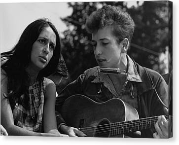 Folk Singers Joan Baez And Bob Dylan Canvas Print by Everett