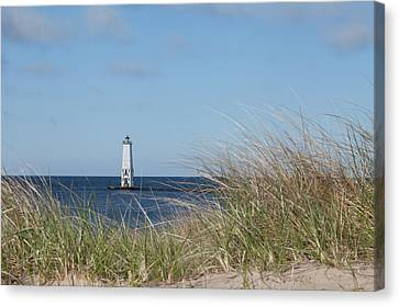 Canvas Print featuring the photograph Frankfort North Breakwater Lighthouse by Fran Riley