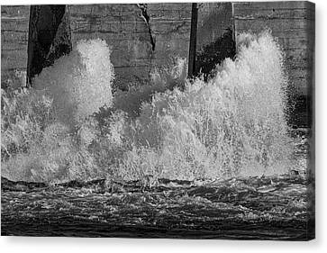 Canvas Print featuring the photograph Full Power by Thomas Young