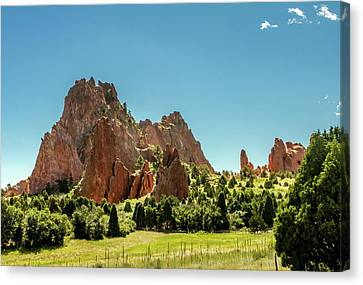 Garden Of The Gods II Canvas Print by Bill Gallagher