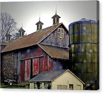 Gentle Rain On A Chadds Ford Barn Canvas Print by Susan Hendrich