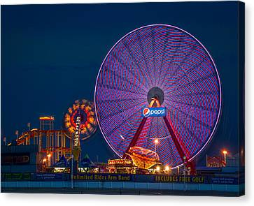 Giant Ferris Wheel Canvas Print by Wayne King
