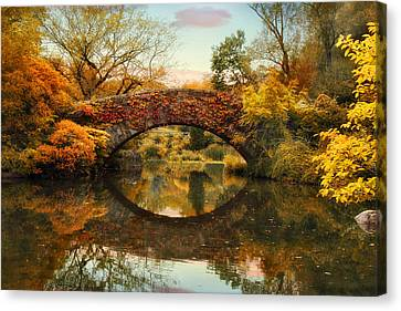 Canvas Print featuring the photograph Glorious Gapstow   by Jessica Jenney