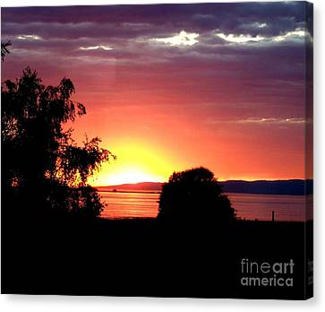 Glowing Arched Sunset Over Vancouver Island, Bc  Canvas Print