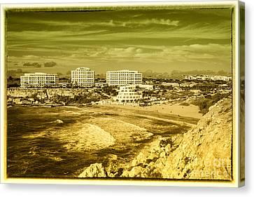 Golden Bay Of Malta  Canvas Print by Rob Hawkins